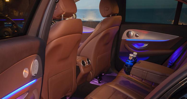 alquiler-coche-con-conductor-clase-e-interior-trasero-transfer